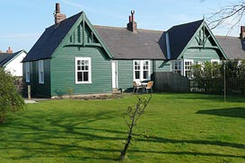6 Armstrong Cottages, self-catering cottage in Bamburgh  Village, Northumberland, UK